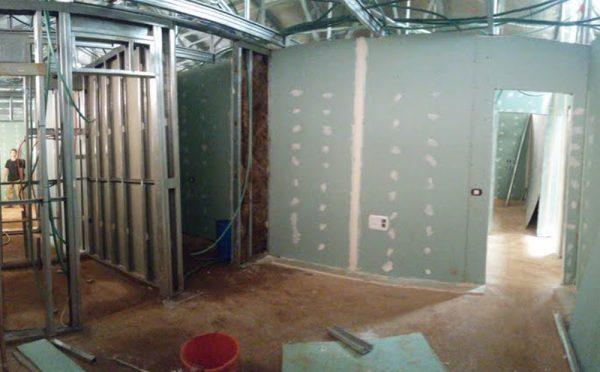 בנייה מתקדמת בשלב חיפוי פנים ומערכות