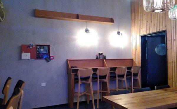 קיר בטון משיפוץ מסעדת הסושייה