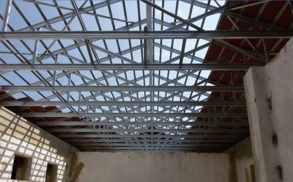 גג פלדה מורכב ומוכן לכיסוי