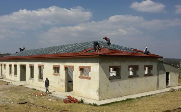 מבנה במהלך השיפוץ.