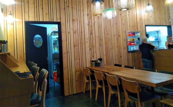 קיר דקורטיבי במסעדה