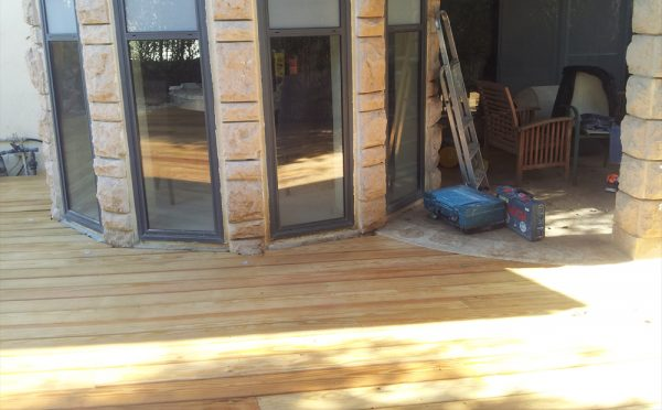 רצפת עץ בחיתוך עגול מושלם